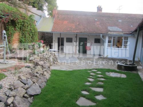 Rekonstruovaný RD 3+1 se zahradou, Rašovice
