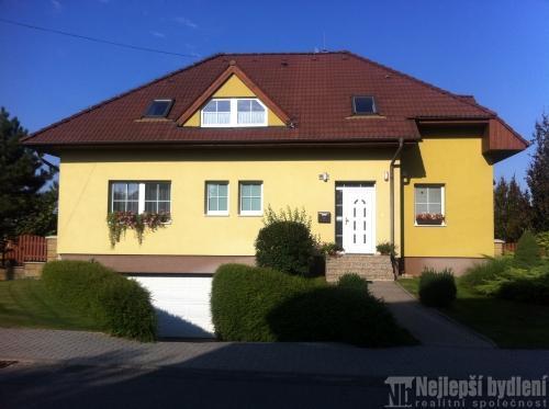 Domy na prodej: RD 9+kk se zahradou a bazénem, Kobylnice