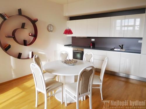 Bez realitky: Pronájem zařízeného bytu 2+kk s balkónem, Brno-střed