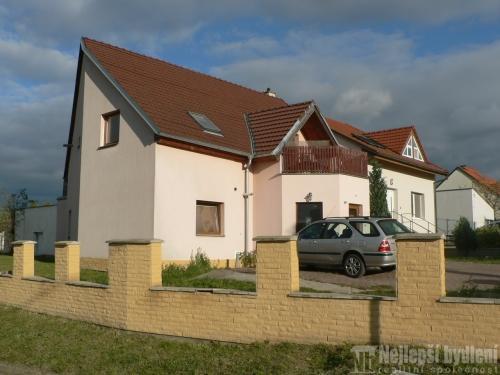 RD 6+kk s terasou a zahradou, Mokrá-Horákov