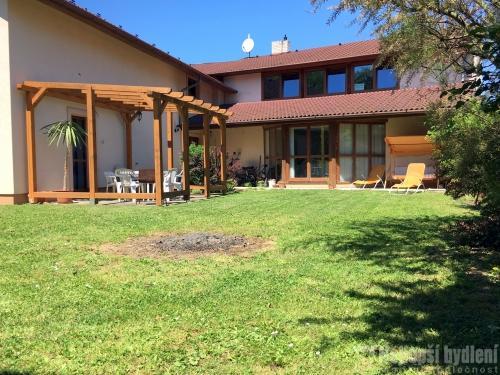 Domy na prodej: RD 5+1 sgaráží a zahradou vBílovicích, okr. Uherské Hradiště