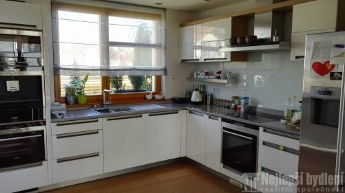 Domy na prodej: RD 4+1 s terasou, Lešany - Nelahozeves