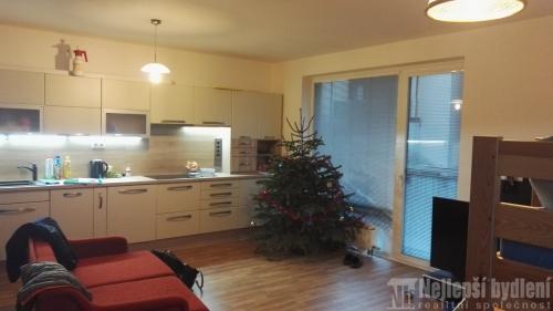 Nemovitosti na prodej: Pronájem bytu 2+kk s park.stáním,Čakovice, Praha