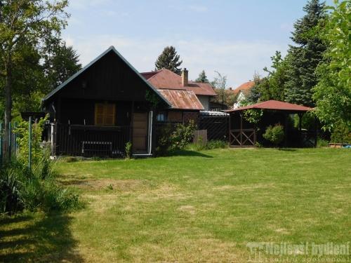 Prodej chaty a chalupy: Nabízíme pěknou chatu se zahradou v pěkné, klidné lokalitě obci Pustiměř u Vyškova