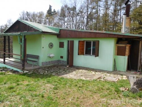 Prodej nemovitosti: Nabízíme pěknou chatu 2+1 se zahradou v klidné lokalitě Blansko - Žižlavice