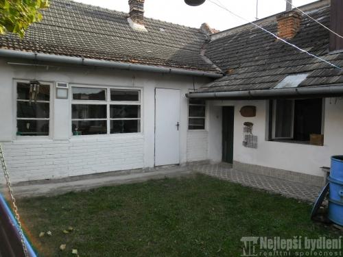 Prodej nemovitosti: RD se dvorem , Uhřice u Kyjova