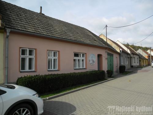 Nemovitosti na prodej: RD 2+1 se dvorem , Uhřice u Kyjova