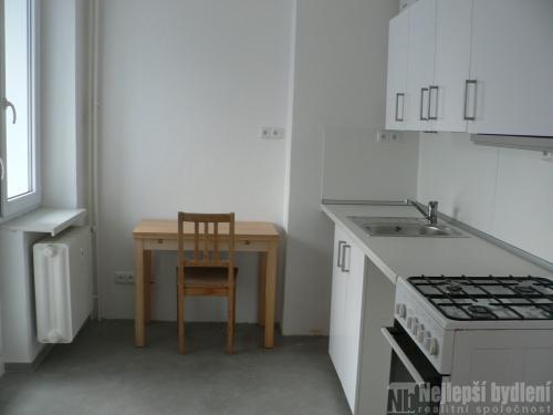 Pronájem pěkného,velkého bytu 2+1 s balkónem a zasklenou lodžií, Brno – Černá Pole.