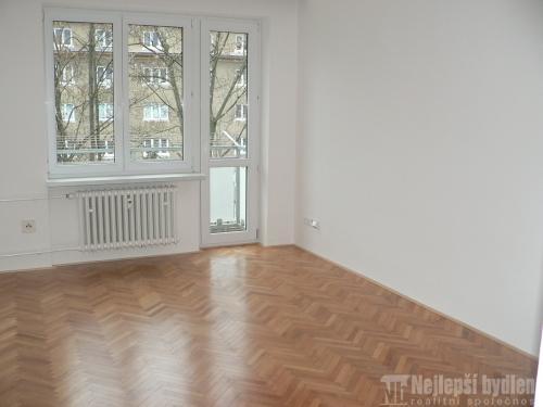Nemovitosti na prodej: Pronájem pěkného,velkého bytu 2+1 s balkónem a zasklenou lodžií, Brno – Černá Pole.