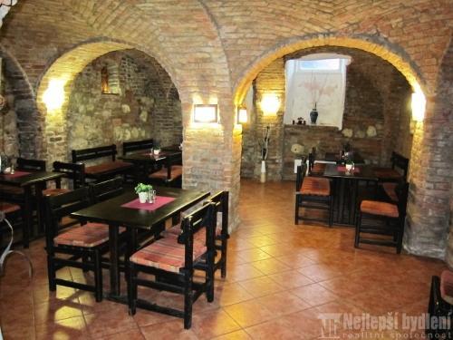 Restaurace, ubytovna a hostinec, Podivín