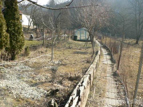 Brno PozemkyNabízíme pěknou zahradu s chatou a příjezdem v lokalitě Brno – Obřany
