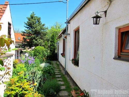 Domy na prodej: Rodinný dům se zahradou Brno - Slatina