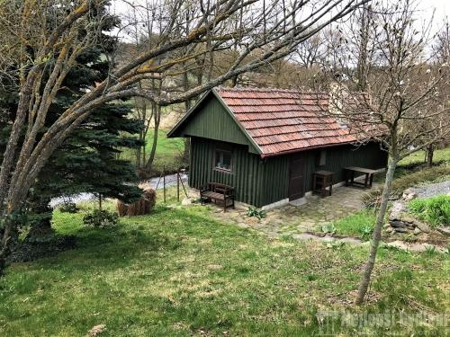 Bez realitkyNabízíme pěknou chatu se zahradou v krásné klidné lokalitě obce Olešinky- REZERVOVÁNO
