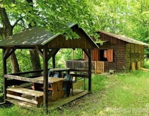 Bez realitkyNabízíme pěknou chatu v pěkné, klidné lokalitě u obce Křetín