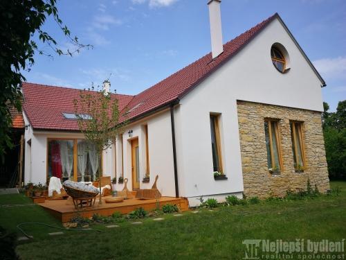 Domy na prodej: Dvougenerační RD s rozlehlou zahradou Bezděčí u Velkých Opatovic
