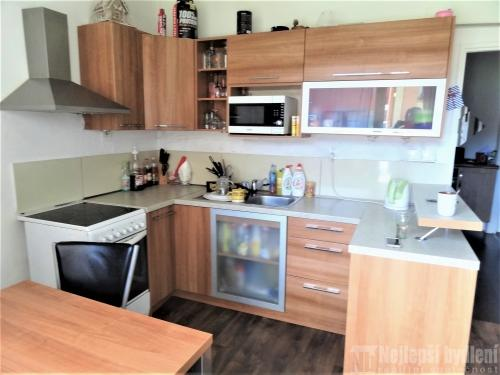Byt 2+1 s šatnou a dvěma balkony v Mokré u Brna